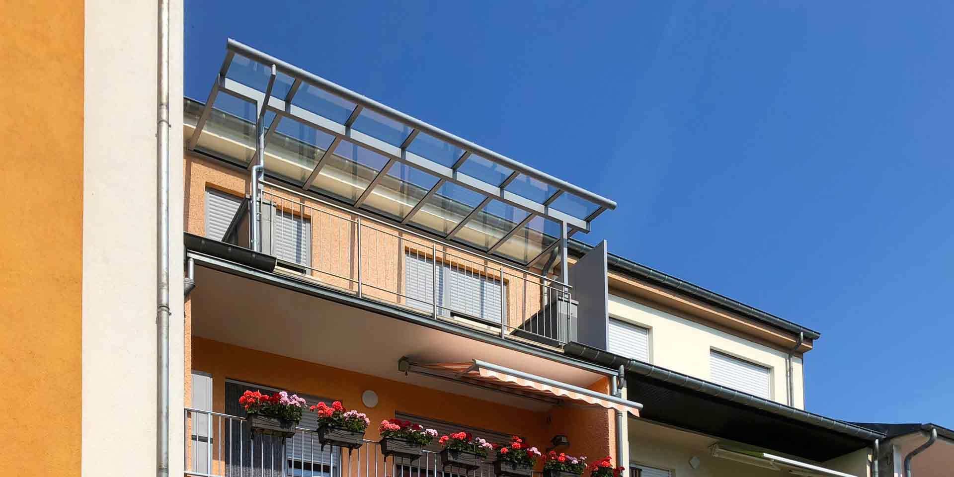 COPLANING S.A. – Balkonüberdachung aus Glas und Alu