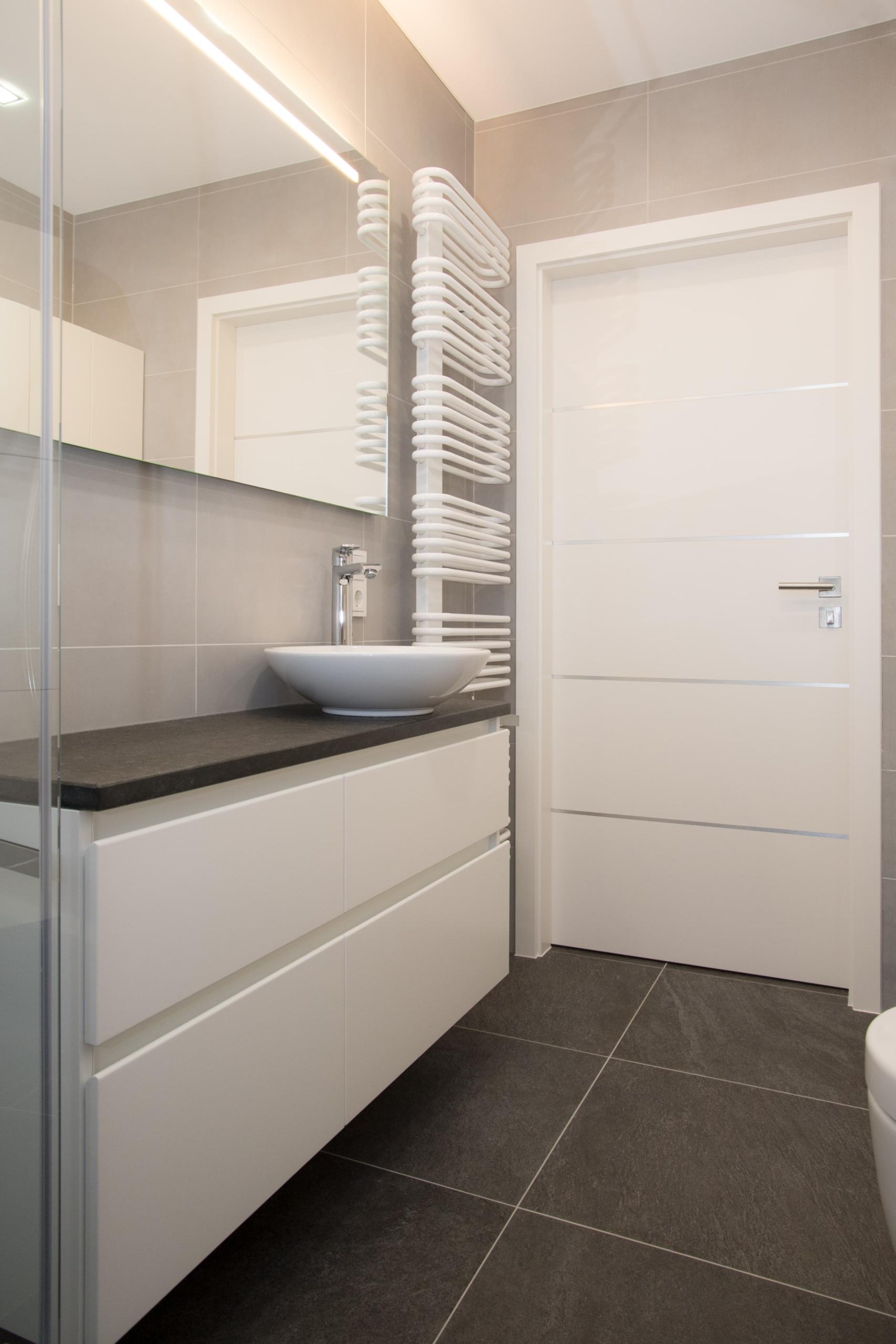 Coplaning S A Kleines Badezimmer Modern U Hell Renovieren